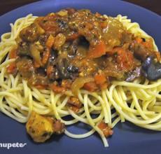 Espaguetis con pollo y champiñones