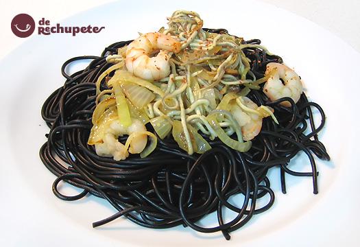 Espaguetis al nero di Sepia con gulas y gambas