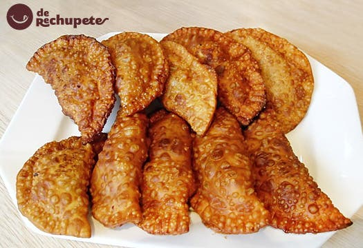 Empanadillas fritas de pollo