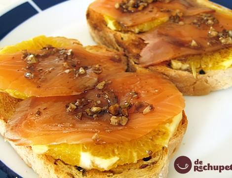 Tosta de salmón y naranja
