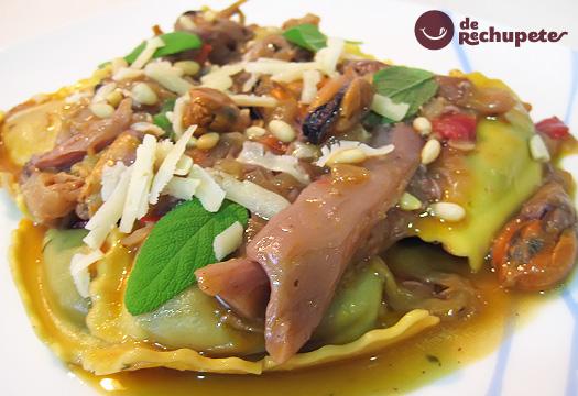 Gran Ripieno de espinacas con salsa de mejillones y setas