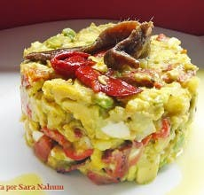 Ensalada de patatas, aguacates, pimiento y anchoas