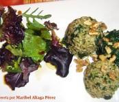 Receta de ensalada de arroz integral tibio a las espinacas con lechuga de roble y nueces tostadas