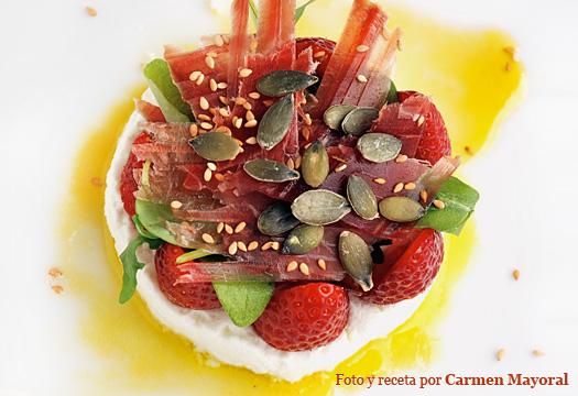 Receta de ensalada de queso fresco con fresas