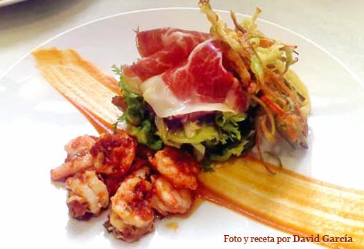 Ensalada templada de langostinos en tempura