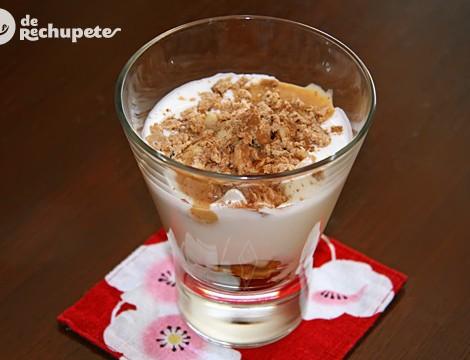 Copa de yogurt con crema de turrón