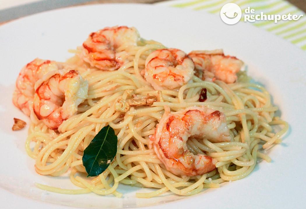 Espaguetis con langostinos ajo y guindilla - Espagueti con gambas y nata ...
