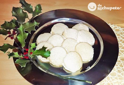 Polvorones de almendra caseros. receta navideña en Receta de bavorois de almendra por mediterranean cuisine