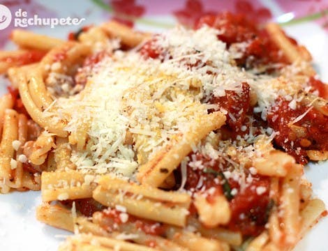 Pasta con salsa de tomate picante