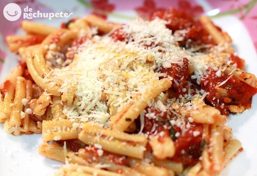 Pasta con salsa Arrabbiata. Receta italiana paso a paso
