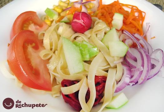 Receta de ensalada fresca de pasta con manzana
