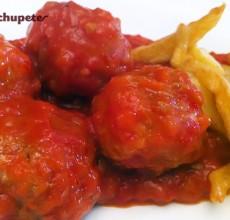 Receta de albóndigas de pollo y pavo con tomate
