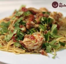 Espaguetis con marlín, atún y gambones. Receta con ahumados