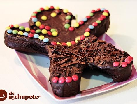 Brownie o tarta de cumpleaños. Muñeco de chocolate