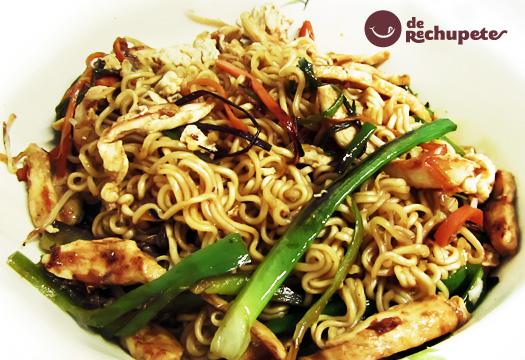 Receta de noodles con pollo y verduras