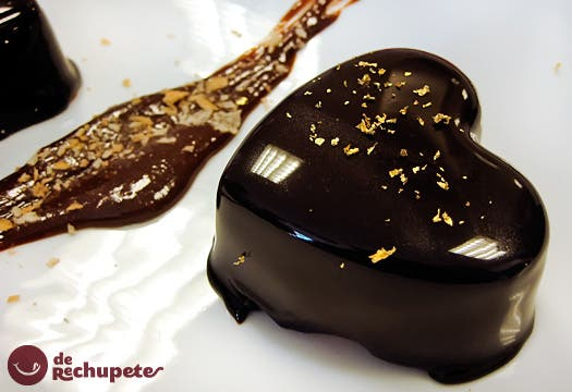 Mousse de chocolate con glaseado brillante o chocolate espejo