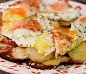Receta de huevos rotos con tomate y queso