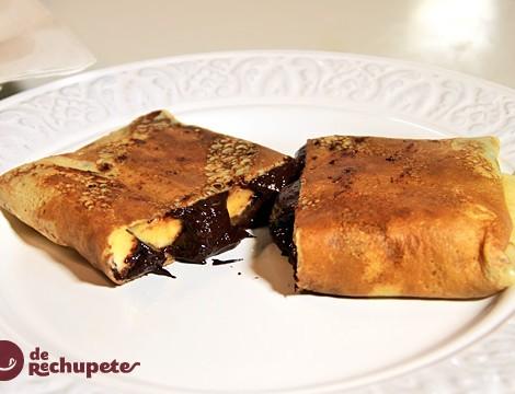 Palatschinken o crêpes rellenos de chocolate y plátano
