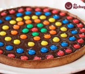 Receta de tarta de chocolate con M&M