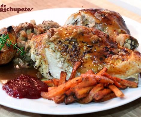 Pavo relleno asado del día de Acción de Gracias. Thanksgiving Day