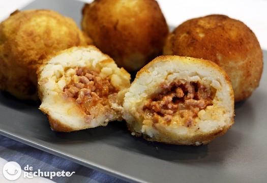 Bombas de carne o papa. Patatas rellenas de carne