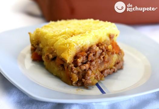 Pastel de carne picada y patata. Cottage Pie o pastel rústico