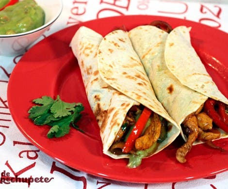 Fajitas mexicanas de pollo con verduras. Chicken fajitas