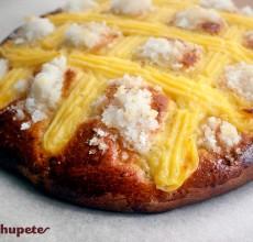 Tarta Larpeira gallega. Bollo dulce con crema pastelera