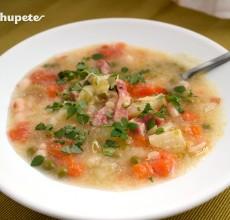 Sopa de verduras Minestrone. Receta italiana