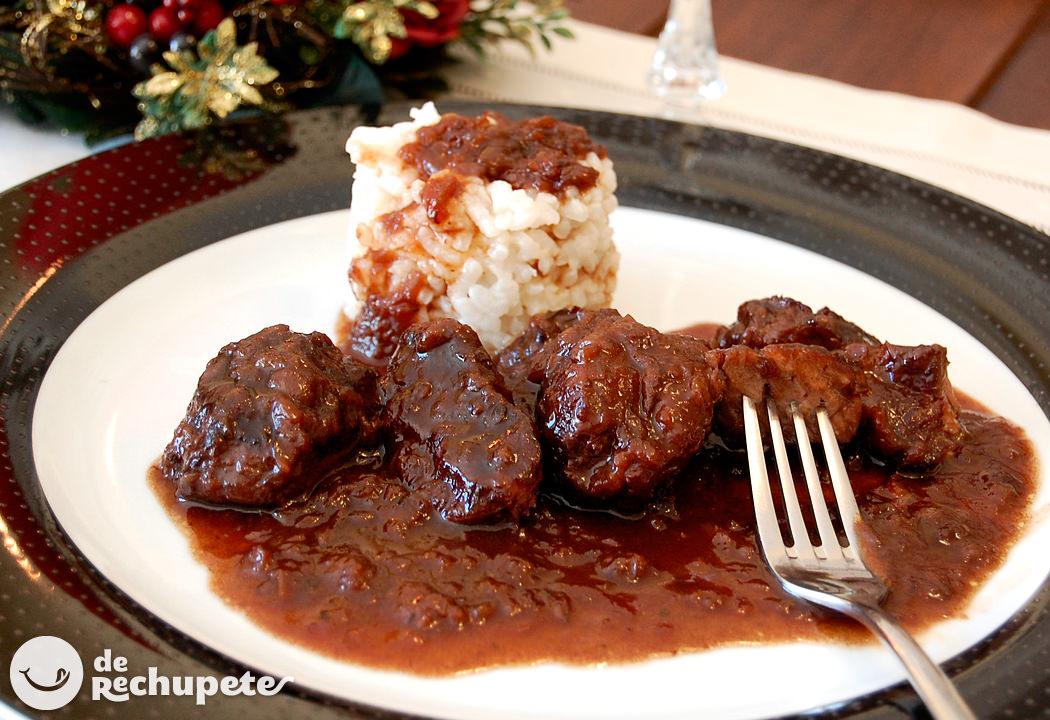 Carrilleras con salsa de vino y ciruelas - Carne con ciruelas pasas ...