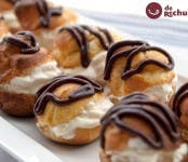 profiteroles de nata y chocolate