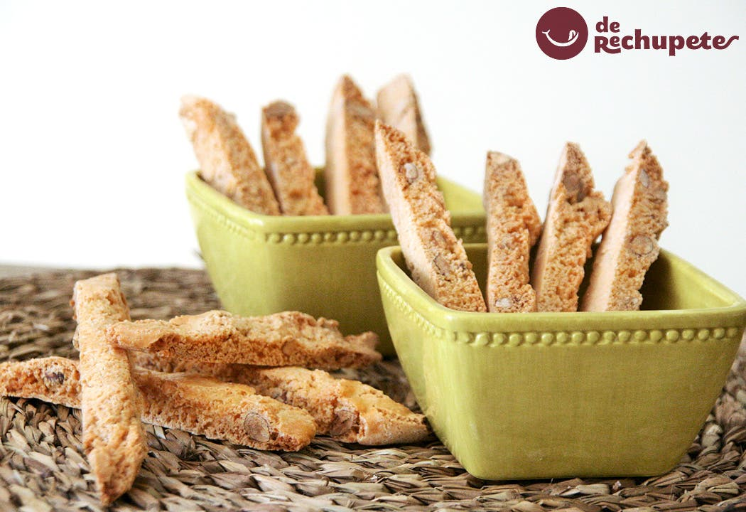 Cantucci o galletas italianas de almendra