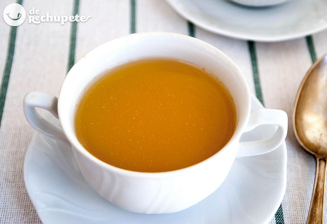 Caldo de pollo casero for Cuchara para consome