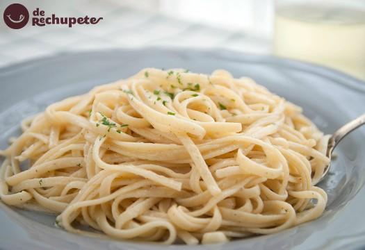 Espaguetis con salsa Alfredo