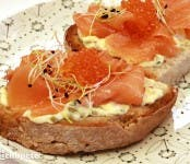 tosta_salmon_salsa_tartara