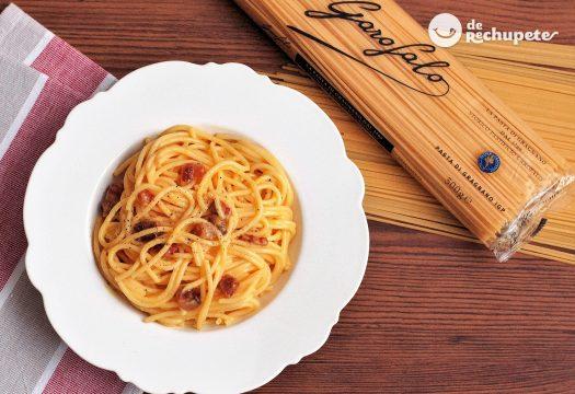 Espaguetis carbonara (Spaghetti alla carbonara)