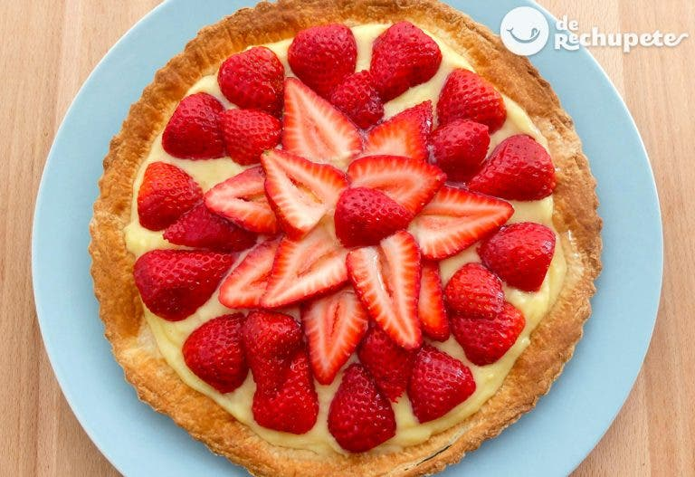 Tarta de fresas y crema pastelera