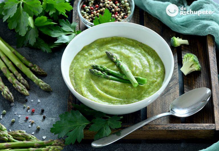 Crema de verduras con espárragos y espinacas. Receta fácil y nutritiva