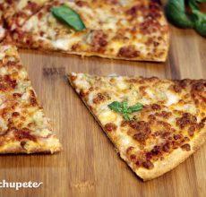 Pizza casera cuatro quesos