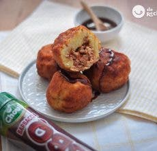 Bombas de patata y carne con salsa barbacoa