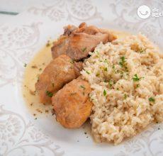 Pollo guisado al vino blanco con arroz. Receta fácil, sabrosa y barata