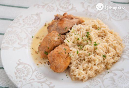 Pollo guisado al vino blanco con arroz