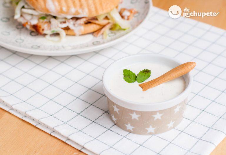 Cómo hacer una salsa de yogur