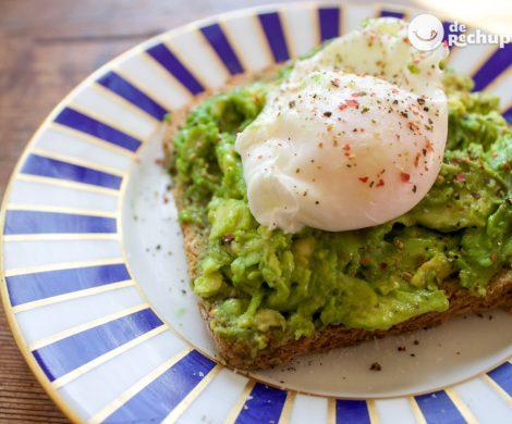 Cómo hacer huevos escalfados o huevos poché
