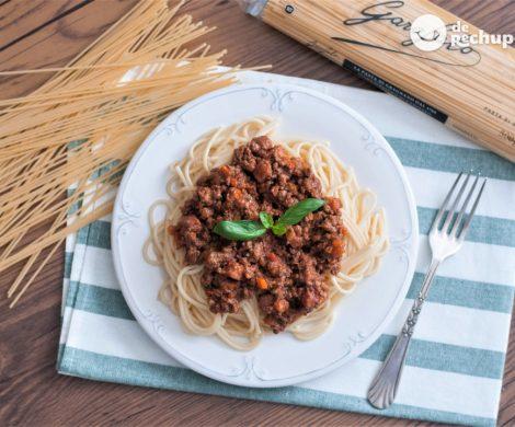 Espaguetis boloñesa (Spaguetti alla bolognesa)