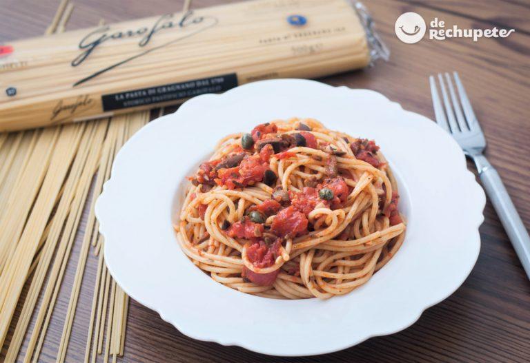 Espaguetis a la puttanesca. Spaghetti alla puttanesca
