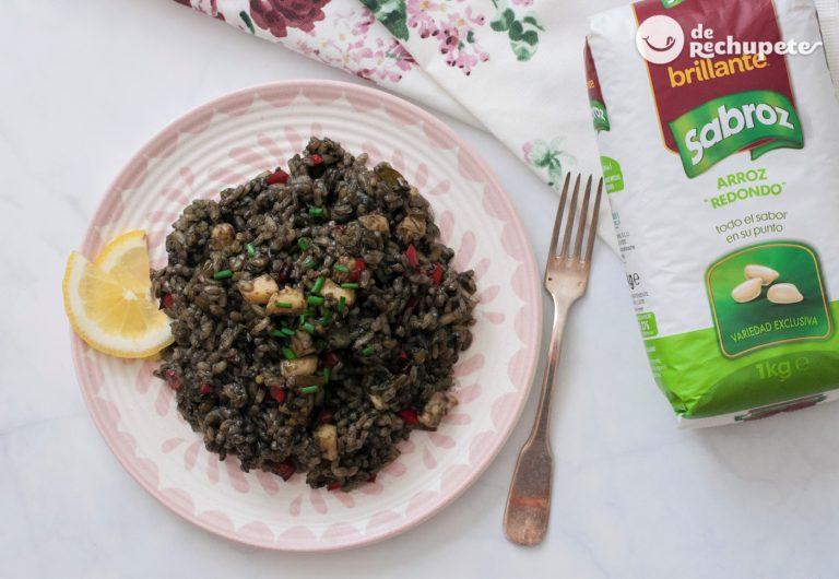 Arroz negro con verduras en cazuela