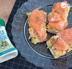 Tostas de salmón ahumado