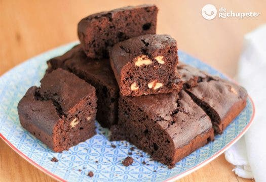 Bizcocho de chocolate con nueces estilo Brownie