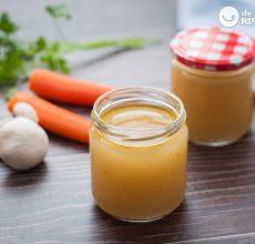 Caldo casero de verduras fácil y rápido